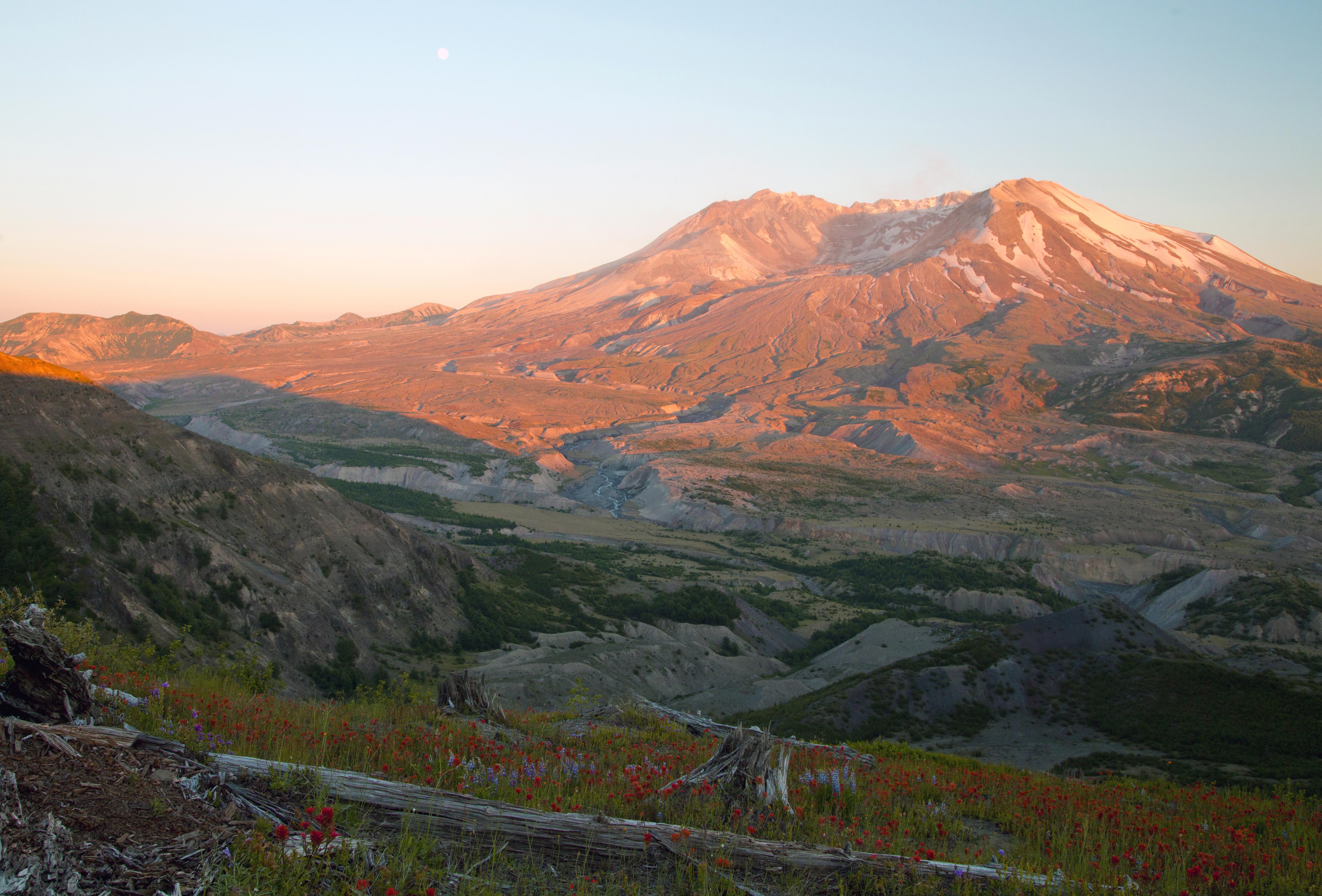 http://www.palouseaudubon.org/wp-content/uploads/2017/09/2nd-Nature-Schutt-Mt-St-Helens-at-sunset.jpg